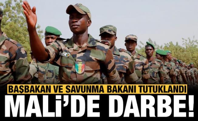 Mali'de darbe: Devlet Başkanı, Başbakan ve Savunma Bakanı tutuklandı